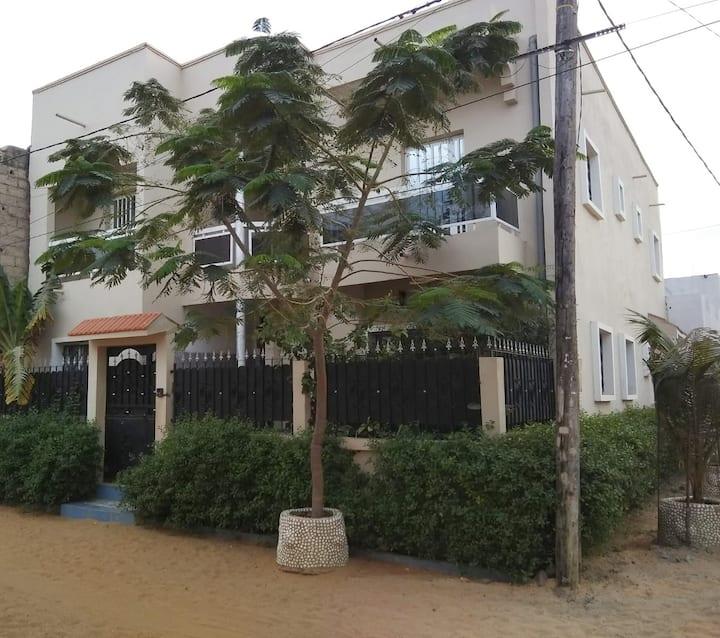 VILLA  accessible et sécurié Dakar Keur massar