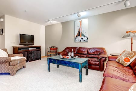 Beautifully Updated Condominium with Two Fireplaces and Private Hot Tub - Superior Point #2F