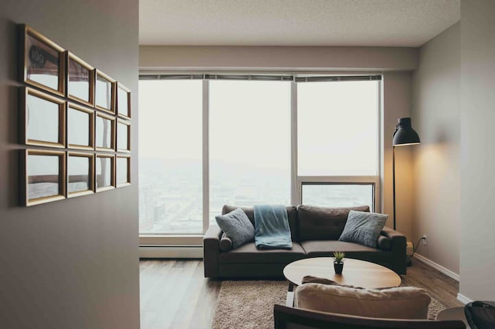 Incredible Downtown Condo With Amazing Views