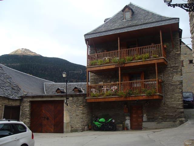 Casa rural en vilac a 3km d viella  - Vilac - Hus