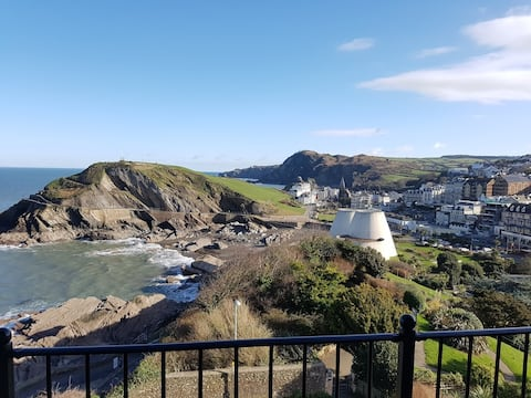Luxury Central Ilfracombe Clifftop Apartment