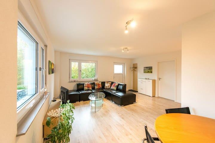 Helle Wohnung mit grosser Terrasse zum relaxen