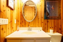 LAKEFRONT LOG CABIN  10 KAYAKS & 3 SUPS SLEEPS  23