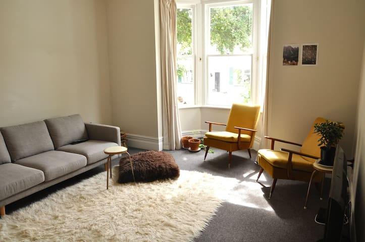 Character house excellent location - Wellington