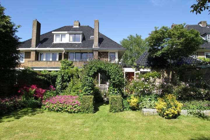 CLASSIC HOME: OASIS NEAR AMSTERDAM - Heemstede - Huis