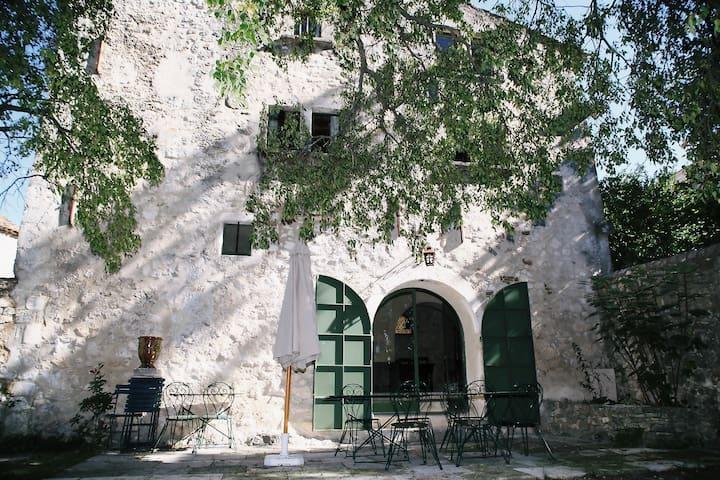 Magnifique Mas avec piscine, Gard, 8 personnes - navacelles - House