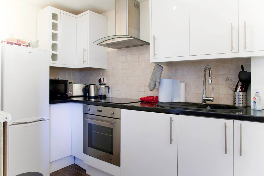 Fancy a meal or a takeaway, a lovely glass of wine, some toast or a hot cup of tea - the kitchen has all you need. With an integrated washing machine for laundry during those long stays