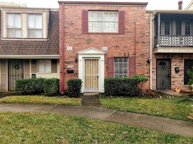 Very close to Hobby Airport, Gym, and main  malls.