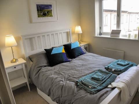Comfortable Double Room nr City, Peak District