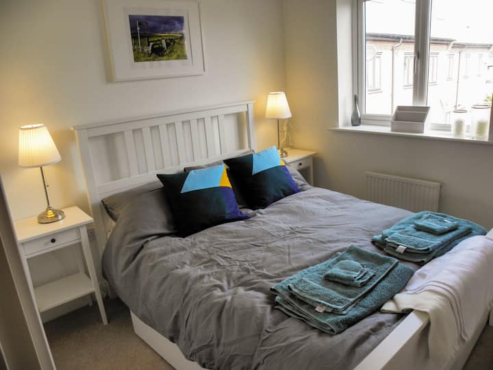 Comfortable Double Room nr City, Peak District