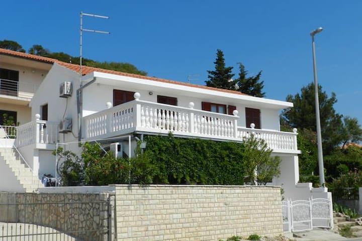 Apartments Elza - *Green apartment*
