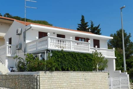Apartments Elza - *Green apartment* - Tisno