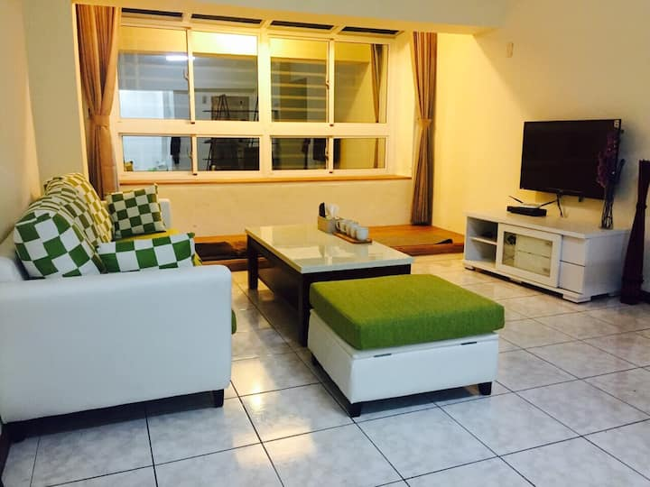 Tainan City apartment. Three room for 6-8 people.