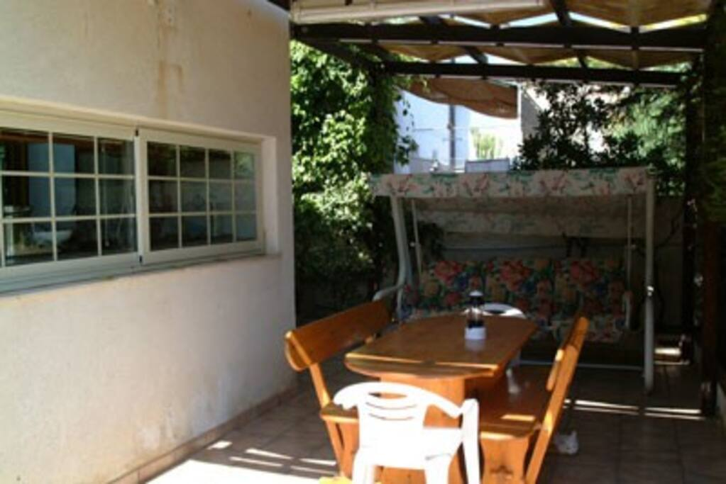 Cucina con ampia finestra su veranda