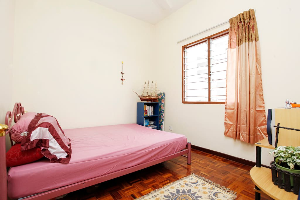 Guestroom with simple decoration
