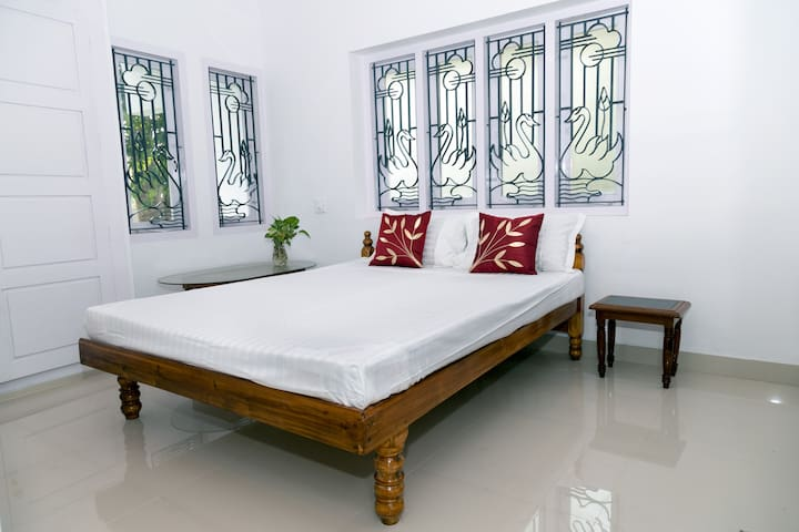 Grandeur Inn Bed & Breakfast, home away from home! - Vizhinjam, Trivandrum - Villa