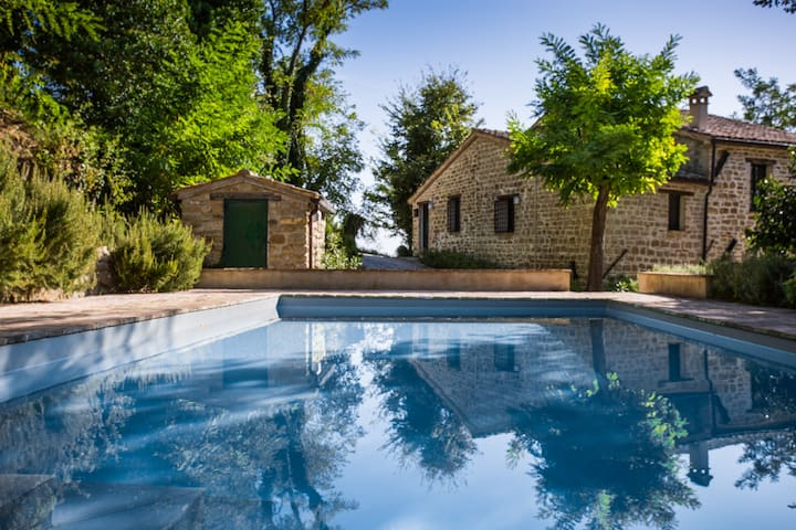 Italian Country Home with Pool - Cupramontana - Hus
