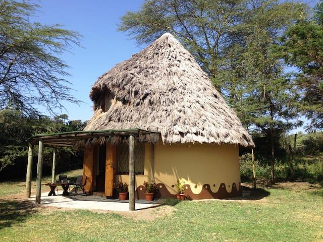 THATCHED COTTAGE IN GILGIL KENYA - Gilgil - Casa cova