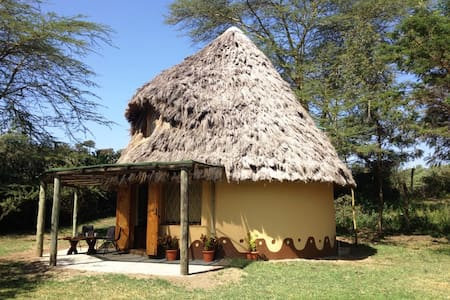 THATCHED COTTAGE IN GILGIL KENYA - Gilgil - 土房