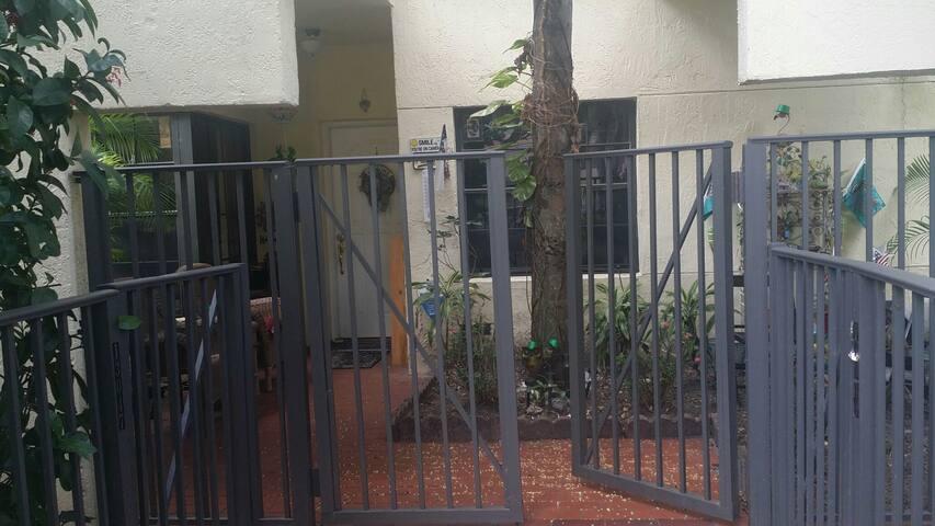 Cozy spot 4 springbreak 420friendly - Miami - Apto. en complejo residencial
