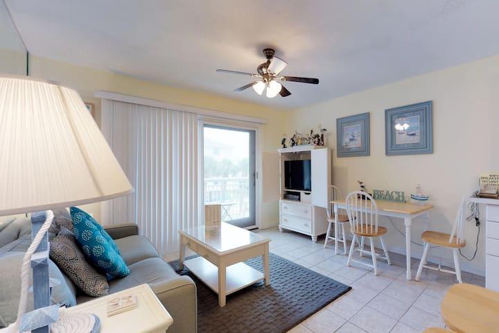 Relaxing villa w/ ocean views, shared pool & balcony - walk to the beach!
