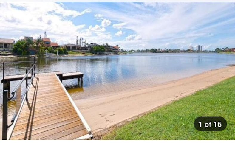 Cosy 2 bedroom unit,Great location! - Mermaid Waters - Apartment