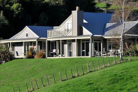 Te Whenua guest quarters - Lake Rotorua - Tikitere - Bed & Breakfast