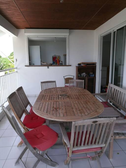 Terrasse niveau haut table 8 personnes