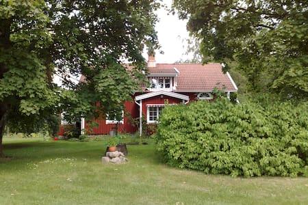 Modernes Landhaus in ruhiger Natur - Össjöhult - Talo