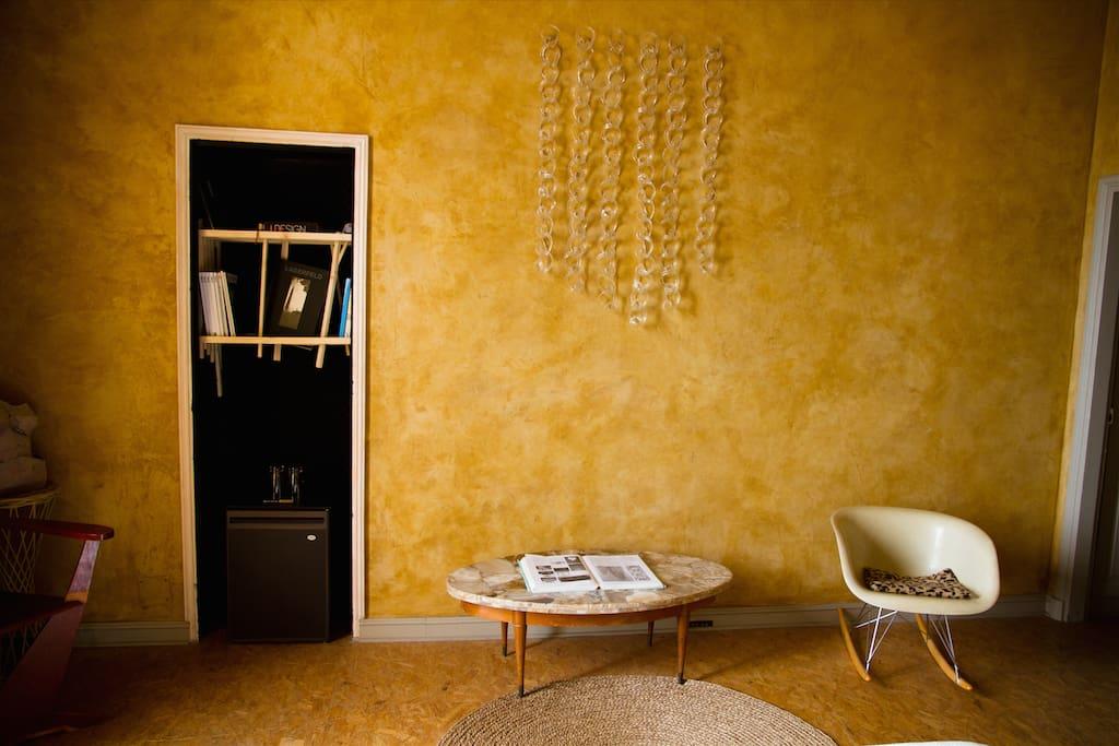 chambre d 39 h tes ambre ch teaux louer hy res provence alpes c te d 39 azur france. Black Bedroom Furniture Sets. Home Design Ideas