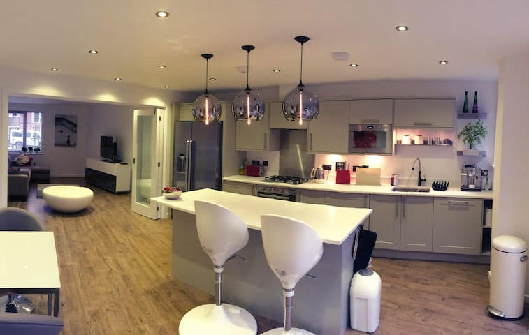 Designer Modern Family Home  - Royal Tunbridge Wells - Dom