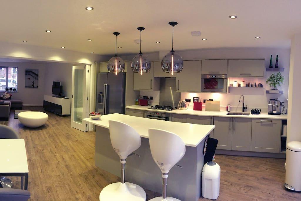 Designer Modern Family Home Houses For Rent In Royal
