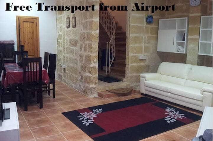5 minutes away from airport ! - Luqa - House