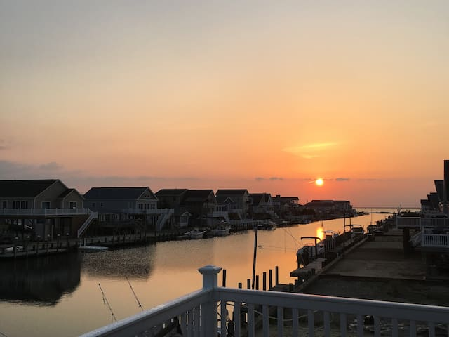 Waterfront Newly Remodeled Home - Ferry to LBI