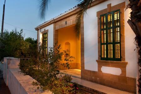 Stunning Traditional Villa, Nicosia - Villa