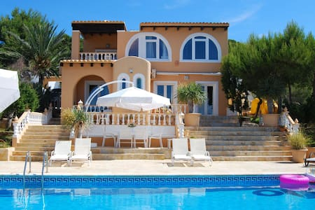 Villa within walking distance to the beach with diving and windsurfing school