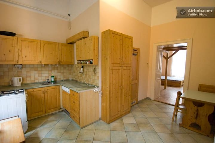 Simple Rooms - shared or private, 12 or 30 m2 - Budapest - Apartment