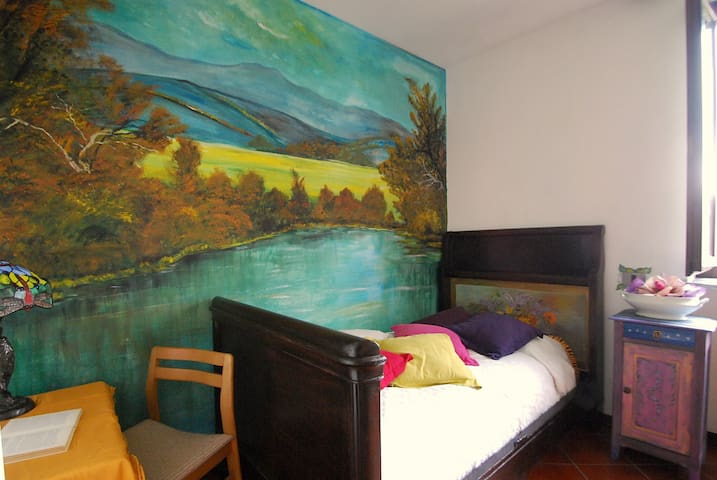 Single Room in the Lake district - Borgomanero - Bed & Breakfast