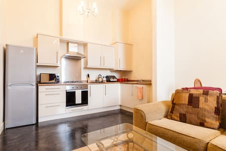 2 Bed Self contained apartment - Wrexham - Квартира