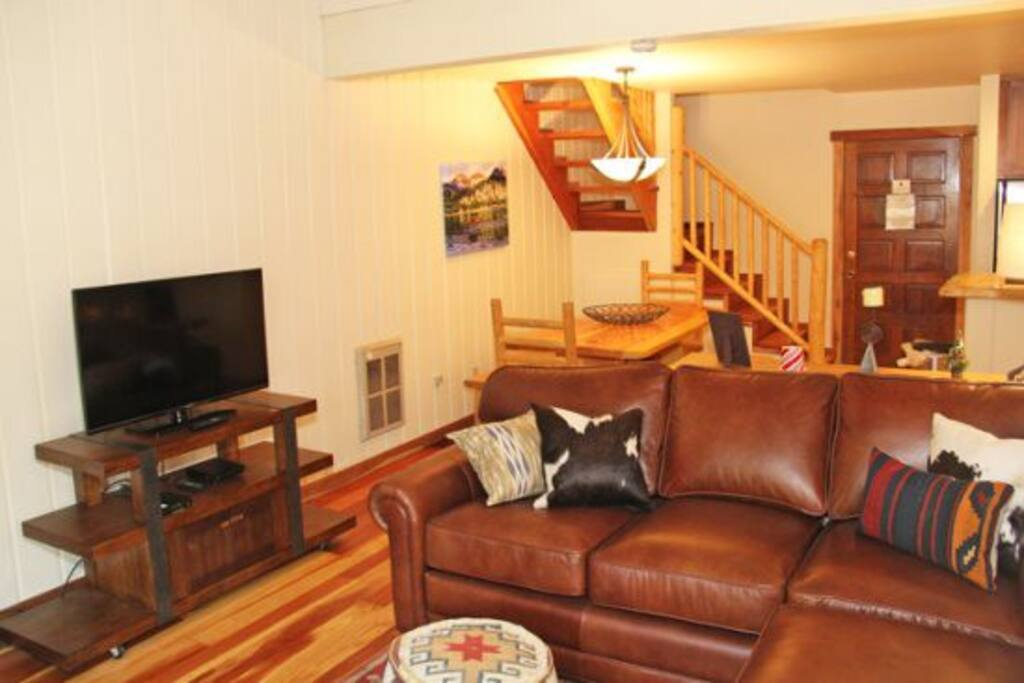 Mammoth Condo Rental Chamonix 60 - Living Room Open to Dining Room and Kitchen
