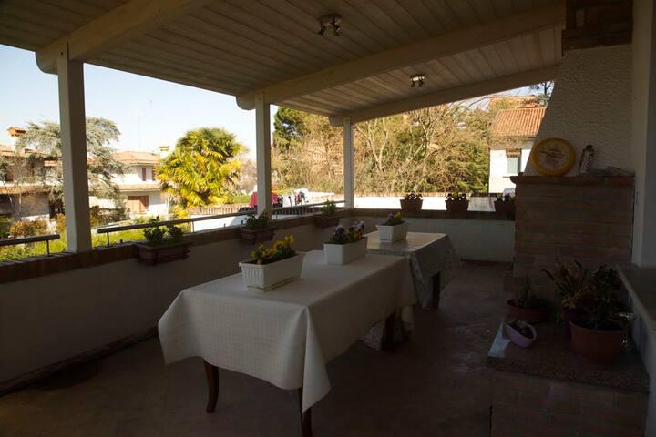 Treviso cozy 2 bdr apt with terrace appartamenti in for Appartamenti in affitto treviso non arredati