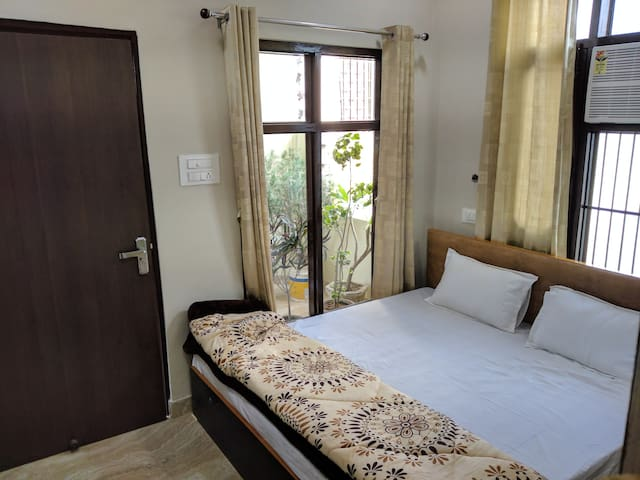 MYE - HOME STAY ( near Golden Temple)
