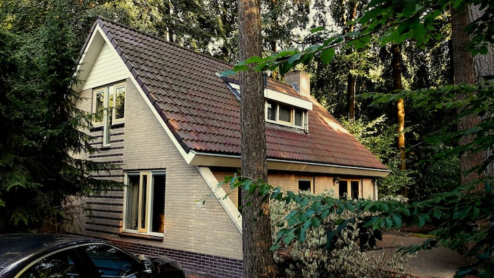 Comfortabele 8-persoons bungalow op Bospark