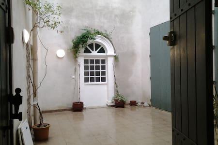 T2 avec terrasse centre historique