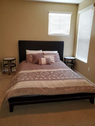 Clean & Quiet Private Room FREE PARKING NO FEES