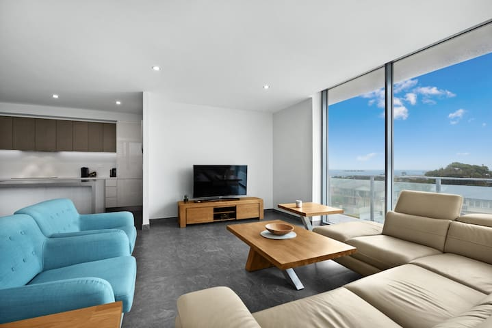 Luxury Apartment Caves Beach 4 Bed WiFi & Parking