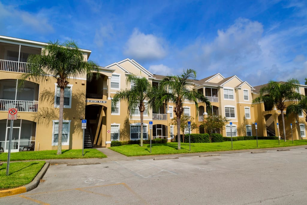 This wonderful Windsor Palms condo unit is a great pace for a family to come to Orlando and enjoy the fun and thrills of the theme parks on vacation.