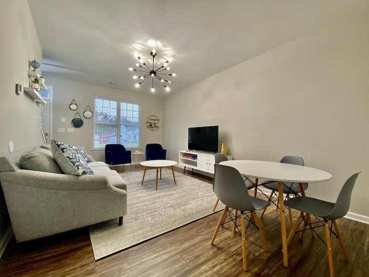 2 bed/2.5 bath - Modern Condo 7 miles from Uptown
