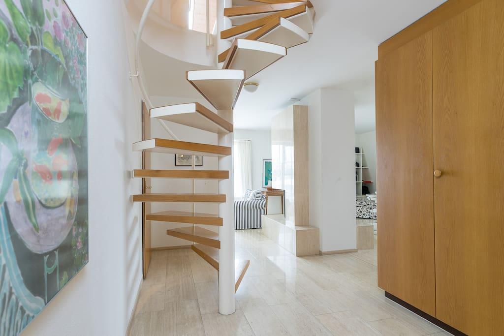 Wendeltreppe zum Dachgeschoss