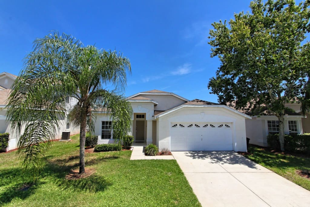 Paradise Palms is a fully air-conditioned, 4 bedroom family vacation pool home on the Windsor Palms resort community, just 3 miles from Walt Disney World® Resort in Orlando, Florida.